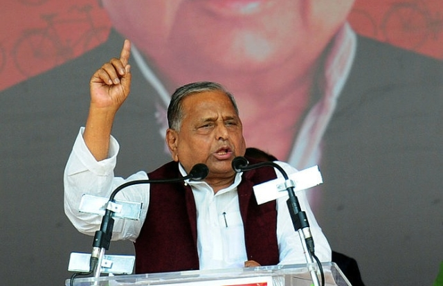 Mulayam Cannot Do Without Shivpal, Even If It Means Alienating Akhilesh