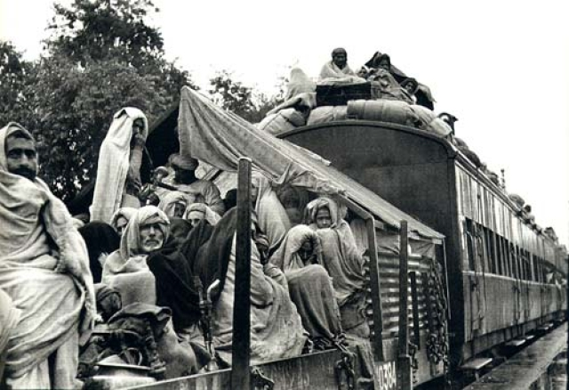 Families crossing the border during Partition