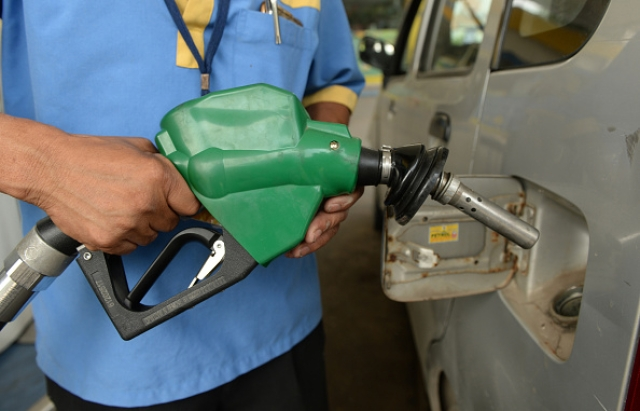 Morning Brief: Fuel Prices May Come Down By Diwali: Pradhan; Moody's Upbeat On India FDI Inflows