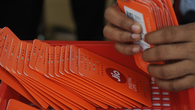 """Reliance Jio's """"Free"""" Offer Extension Shows Going Is Tough; Merger With RCom Seems Logical"""