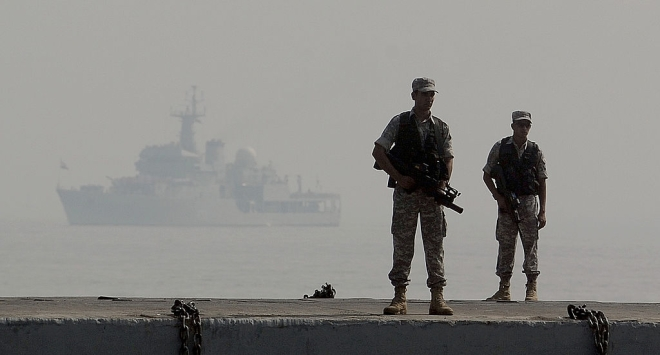 Indian Navy's commandos stand guard during a the Fleet Review in Mumbai on December 20, 2011. (PUNIT PARANJPE/AFP/Getty Images)