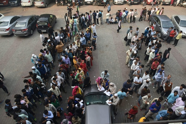 Customers form queues outside banks to deposit and exchange old denomination currency notes for new ones, in New Delhi. (DOMINIQUE FAGET/AFP/GettyImages)