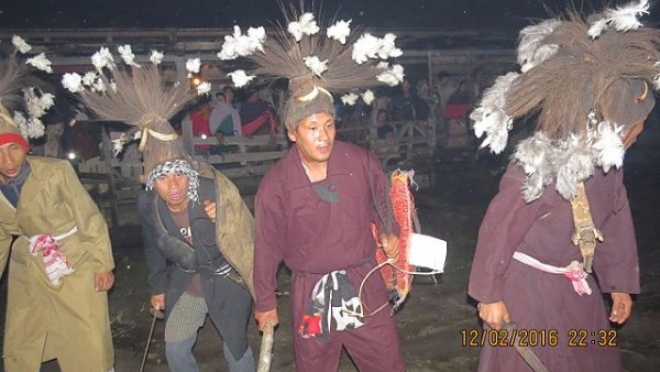 Folk dance of an Adi tribe known as Tapu, in Upper Siang district, Arunachal Pradesh (Tekseng Mos/Wikimedia Commons)