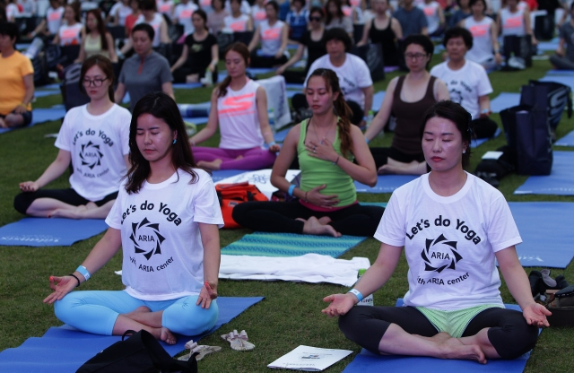 People celebrating Yoga Day in South Korea (Photo Credit: Chung Sung-Jun/Getty Images)