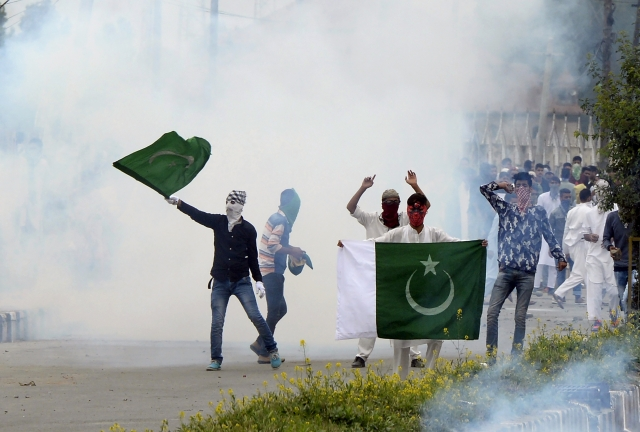 Protestors in Kashmir (Photo Courtesy: Tauseef Mustafa/AFP/Getty Images)