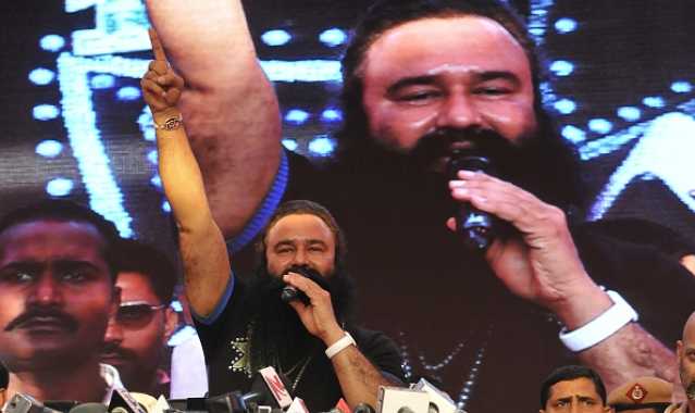 Dera Sacha Sauda chief Gurmeet Ram Rahim Singh talks to the media in Gurgaon, India. (Sunil Saxena/ Hindustan Times via GettyImages)