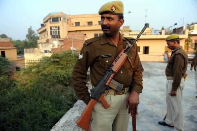 Uttar Pradesh police personnel stand guard (PRAKASH SINGH/AFP/Getty Images)