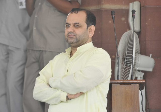 Maheish Girri Writes To Prime Minister, Asks For Minority Institutions To Come Under RTE