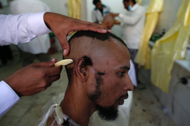 As India Seeks Zakir Naik's Extradition From Malaysia, Another Preacher  Declares Getting Haircuts From Non-Muslims Haram