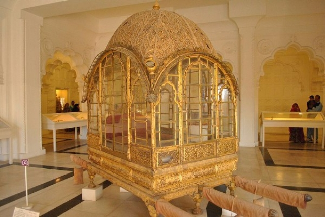 A royal palanquin on display at the Mehrangarh Museum. (Wikimedia Commons)