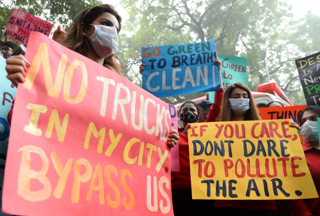Protests against pollution (SAJJAD HUSSAIN/AFP/Getty Images)