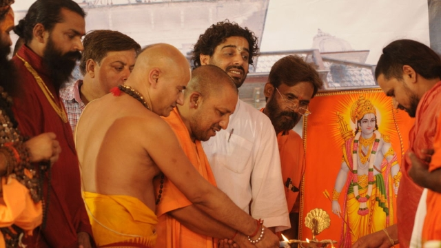 1.7 Lakh Lamps In Ayodhya To Welcome Rama, Mandir To Follow Soon?