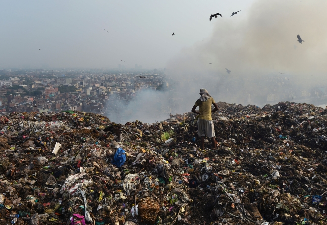 Landfill Fires (Sajjad Hussain/AFP/Getty Images)