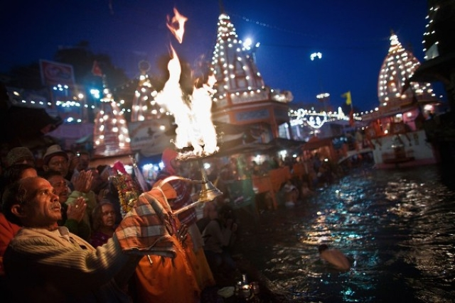 A Hindu priest performs the morning Ganga Arti Puja before sunrise on the banks of the Ganges river in Haridwar. (Daniel Berehulak/Getty Images)