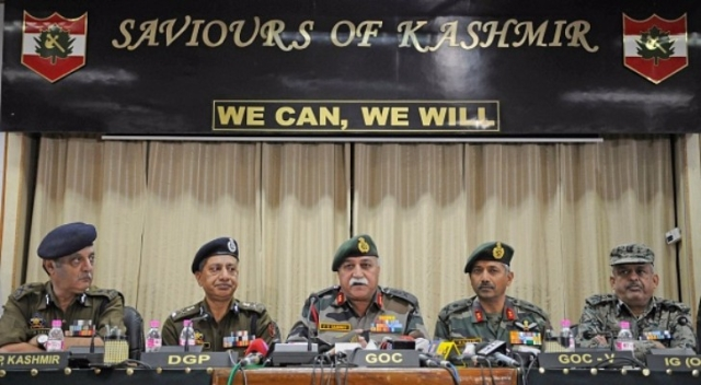 General Officer Commanding (GOC) of 15 Corps Lt Gen J S Sandhu (C) during a joint press conference with police and CRPF, on 19 November 2017 in Srinagar, India. (Waseem Andrabi/Hindustan Times via Getty Images)
