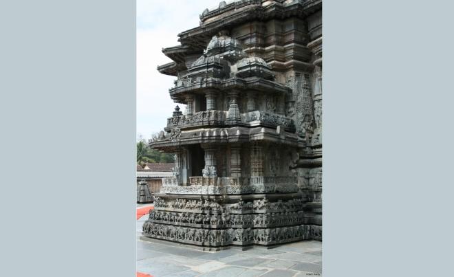 The Cennakeśava temple, Belur, 1117 CE, shrine on bhadra of the vimana (Adam Hardy)
