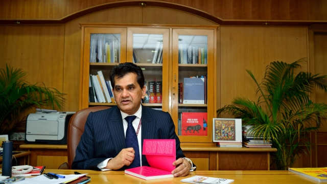 NITI Aayog CEO Amitabh Kant Says Debit Cards, Credit Cards And ATMs Will Be Obsolete In Four Years