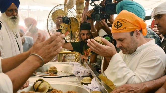 Congress Vice President Rahul Gandhi at the Golden Temple, on June 10, 2017 in Amritsar (Sameer Sehgal/Hindustan Times via Getty Images)