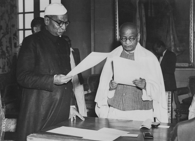 Indian President Rajendra Prasad (left) swearing in new cabinet minister Sardar Vallabhbhai Patel as India becomes a republic, January 30th 1950. (Fox Photos/Hulton Archive/Getty Images)