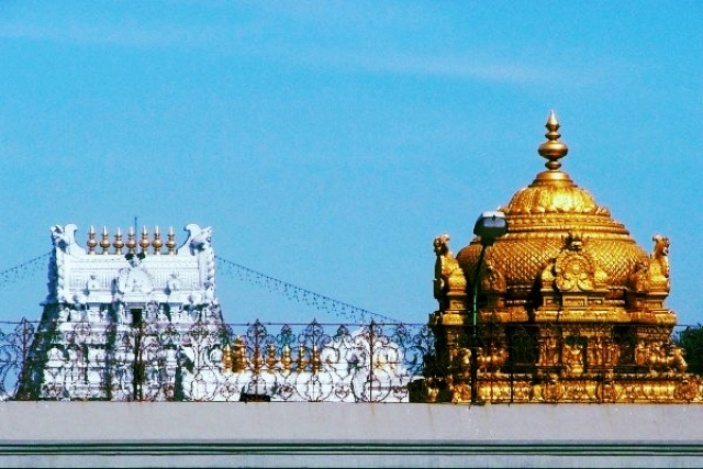 Ananda Nilayam - the Golden Gopuram of Tirumala Temple along with the inner and outer Gopuram (Vimalkalyan/Wikimedia Commons)