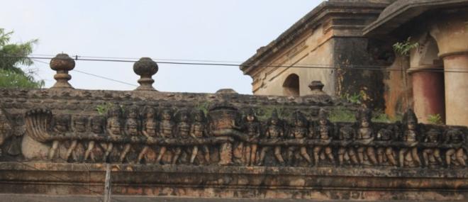 Chatram sculpture,Thanjavur: Churning of the milk ocean